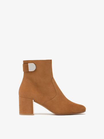 TAN SNAPPED LEATHER ANKLE BOOTS
