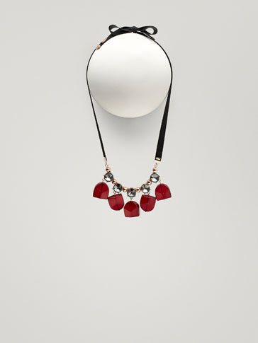 NECKLACE WITH RED PIECES