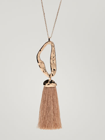 NECKLACE WITH FRINGE AND HAMMERED DETAIL