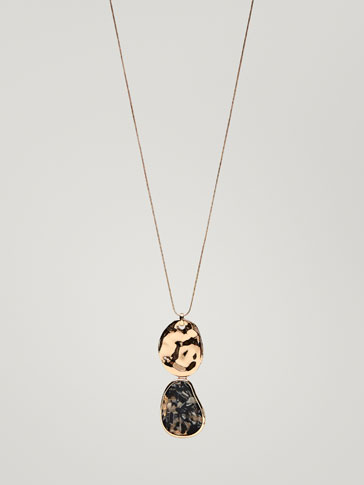 NECKLACE WITH HAMMERED DETAIL AND MARBLE-EFFECT PIECE