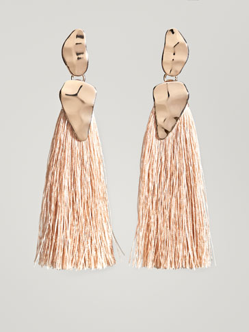 EARRINGS WITH FRINGE AND HAMMERED DETAIL