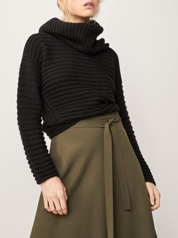 CAPE-STYLE SWEATER WITH A TEXTURED WEAVE