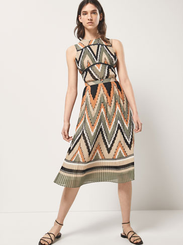 GEOMETRIC PRINT DRESS WITH FINE PLEATS