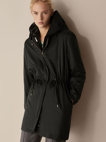 PARKA WITH REMOVABLE INTERIOR LINING DETAIL