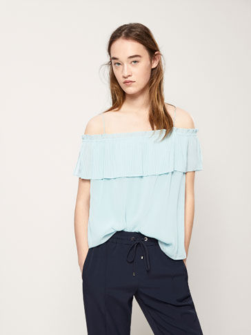 PLEATED TOP WITH RUFFLES