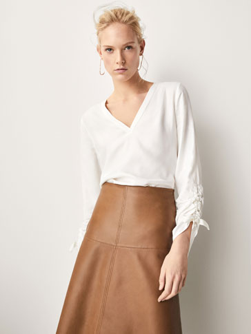 BLOUSE WITH CONTRASTING GATHERED DETAILS AND BOWS
