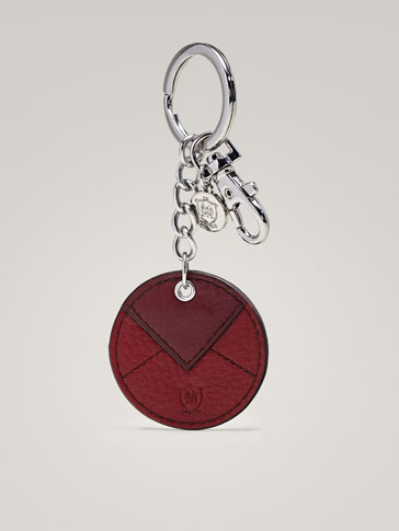 LEATHER KEY RING WITH ENVELOPE DETAIL