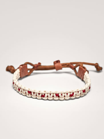 CONTRASTING MAROON AND WHITE LEATHER BRACELET