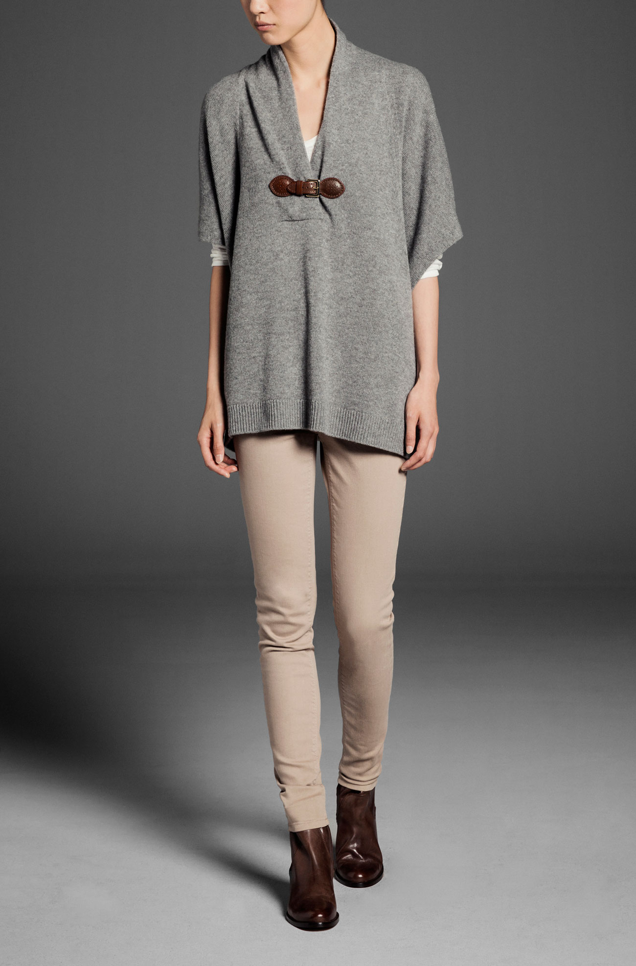 http://static.massimodutti.net/3/photos/2013/I/0/1/p/5645/614/809/5645614809_1_1_1.jpg?timestamp=1373907508472