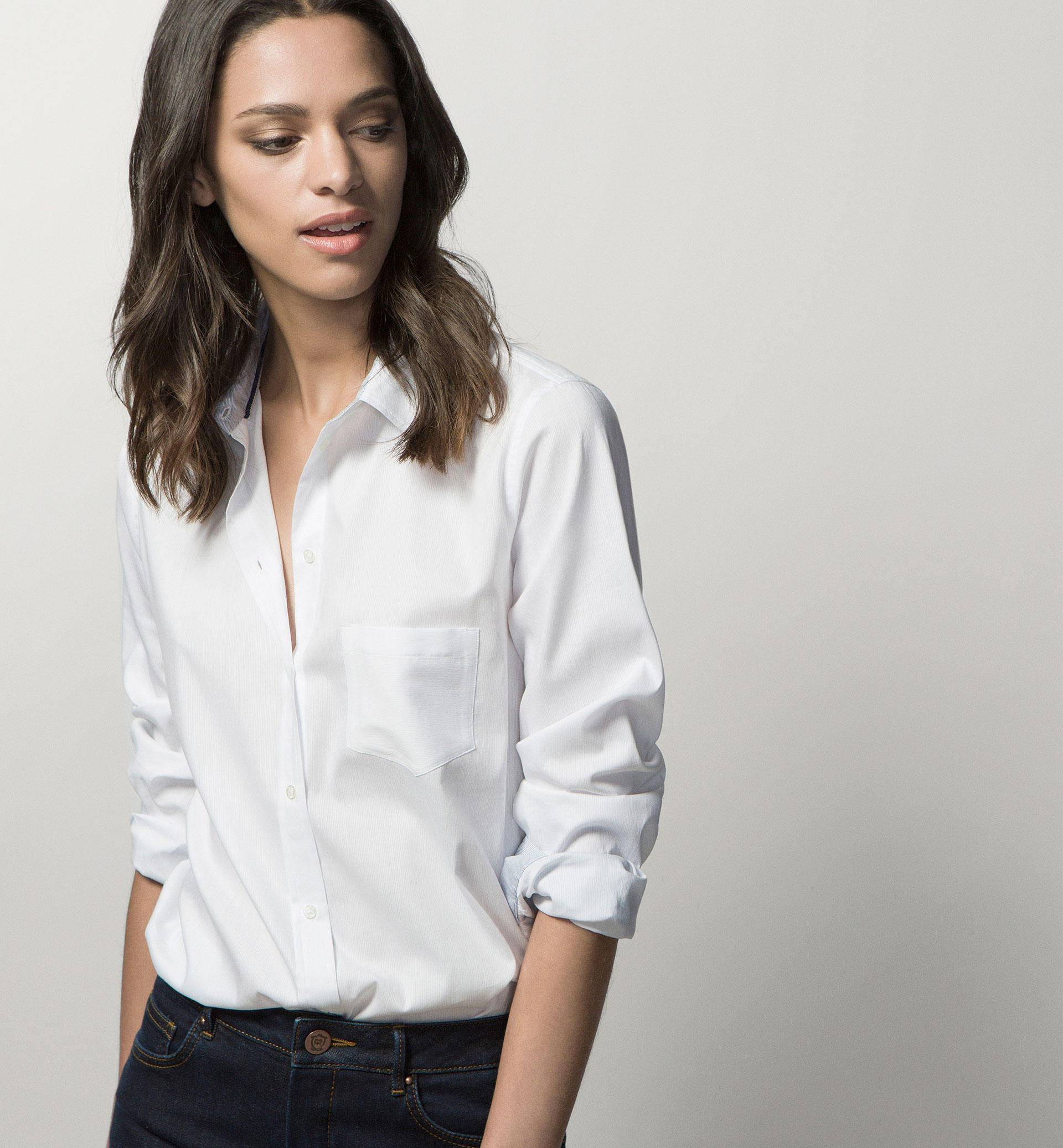 WHITE SHIRT WITH CONTRASTING CUFFS