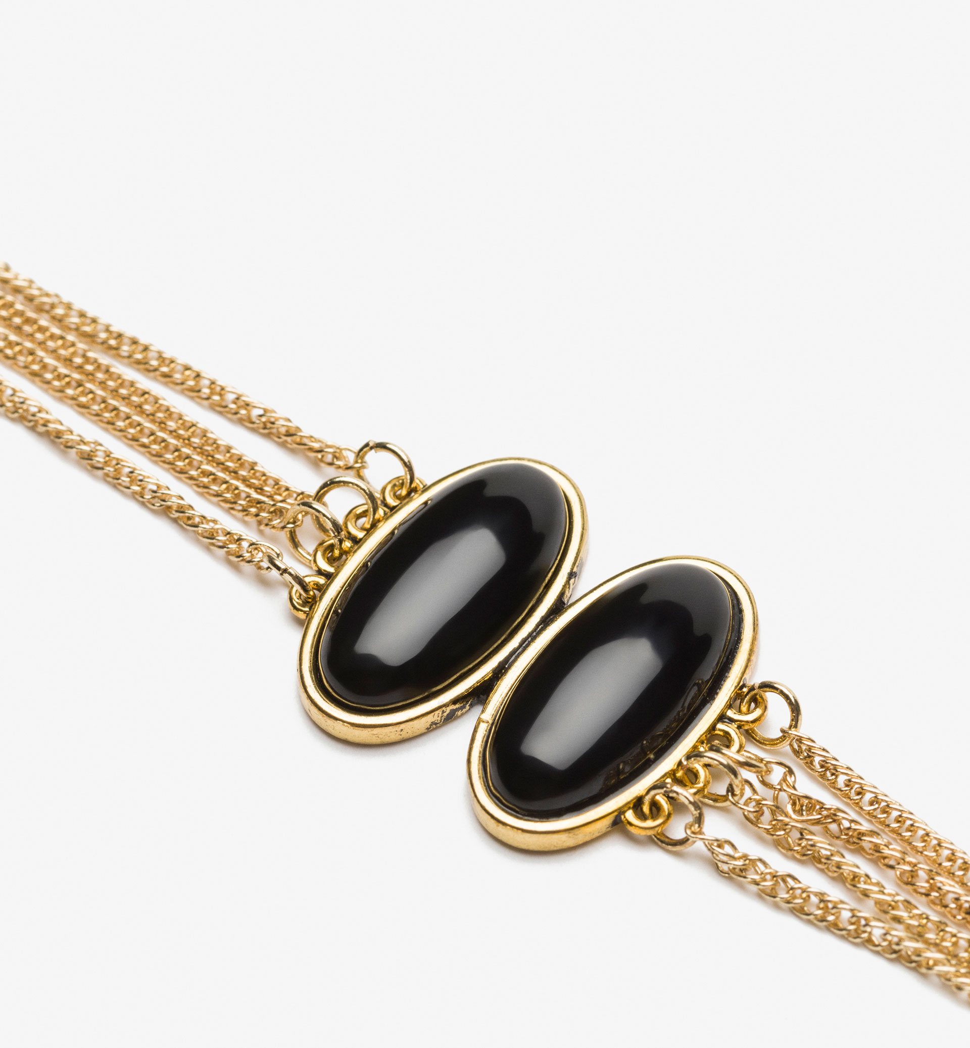 BRACELET WITH BLACK STONES DETAIL