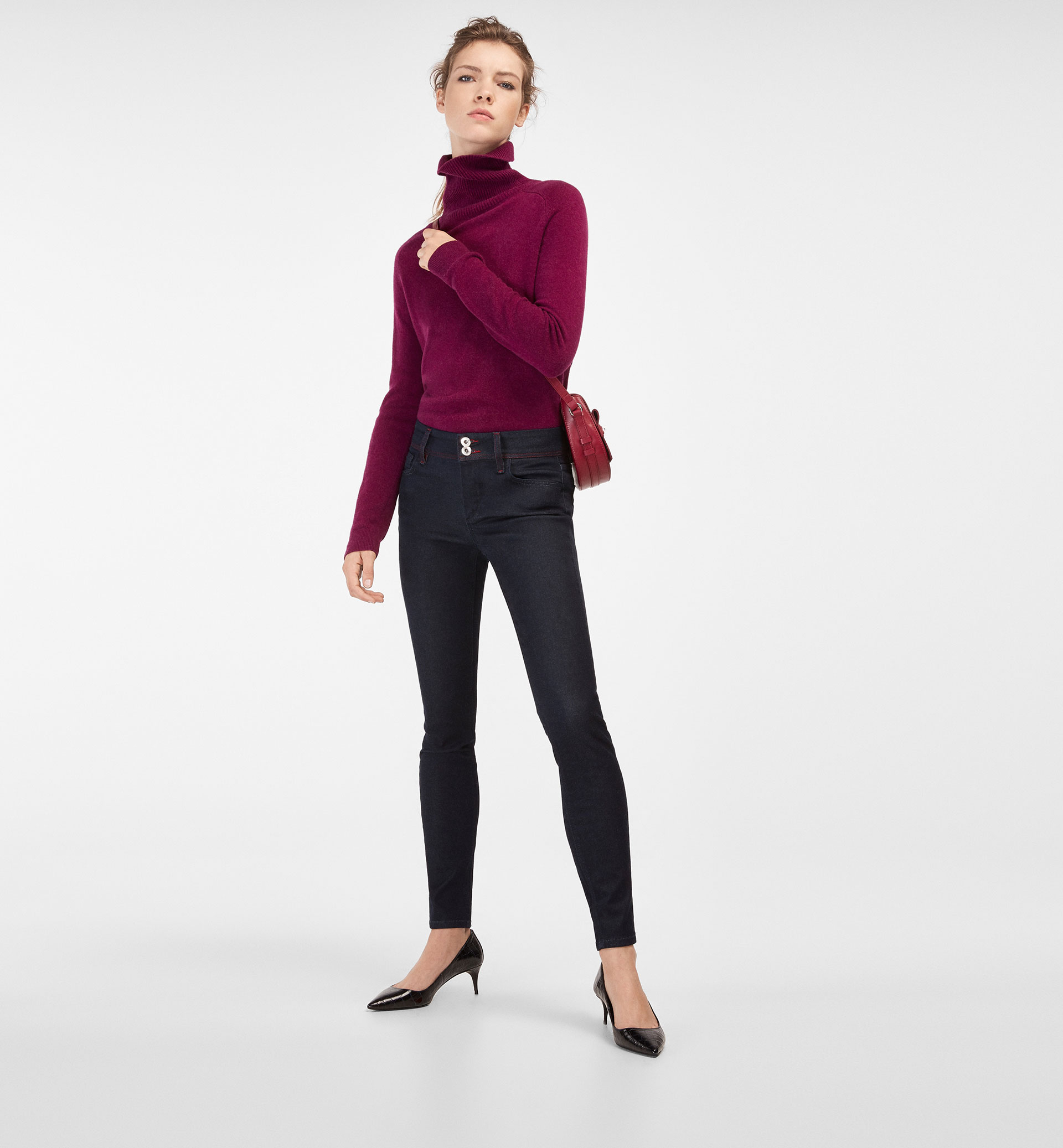 SKINNY FIT JEANS WITH TOPSTITCHING DETAIL