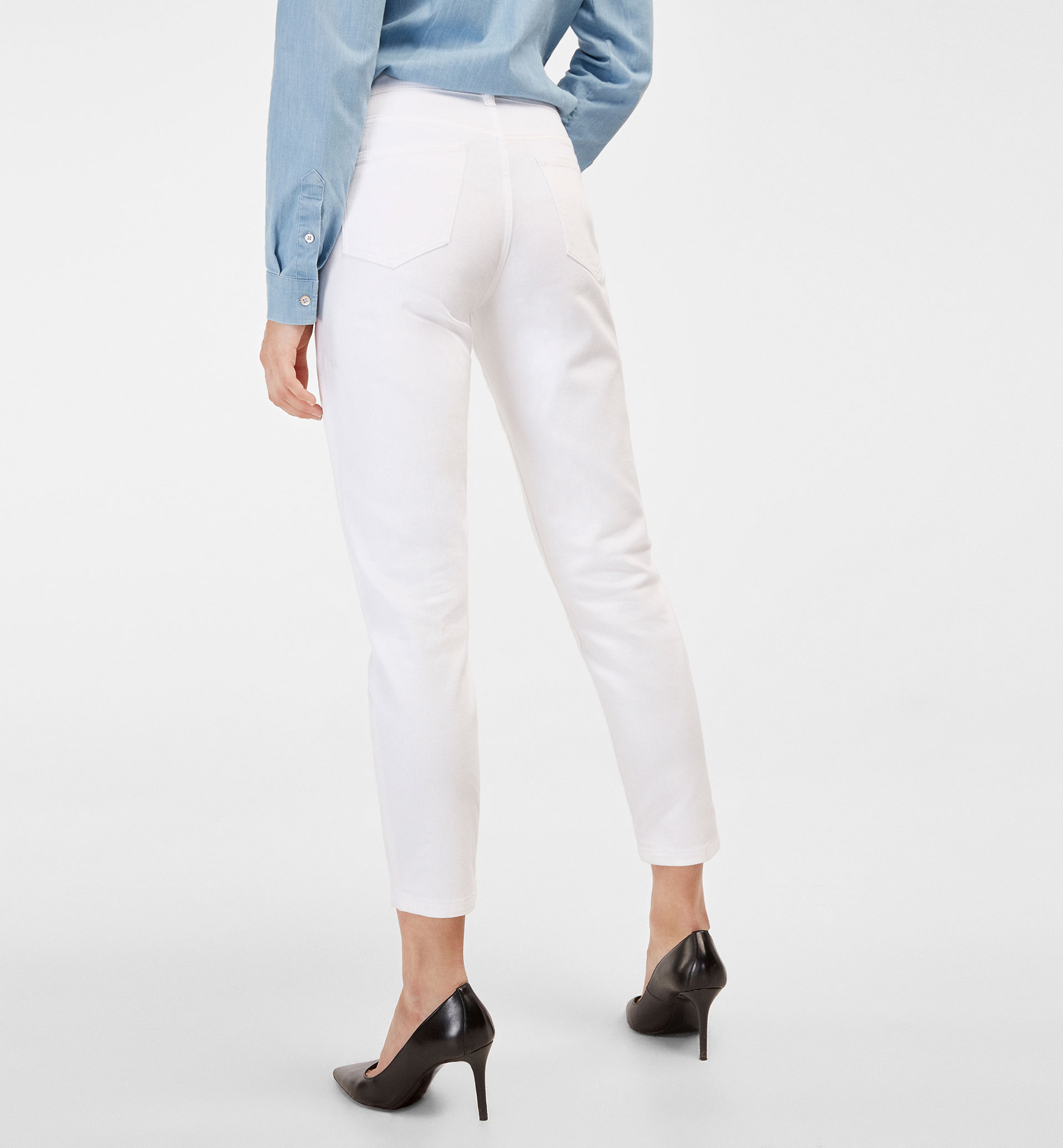 WHITE RELAXED FIT JEANS
