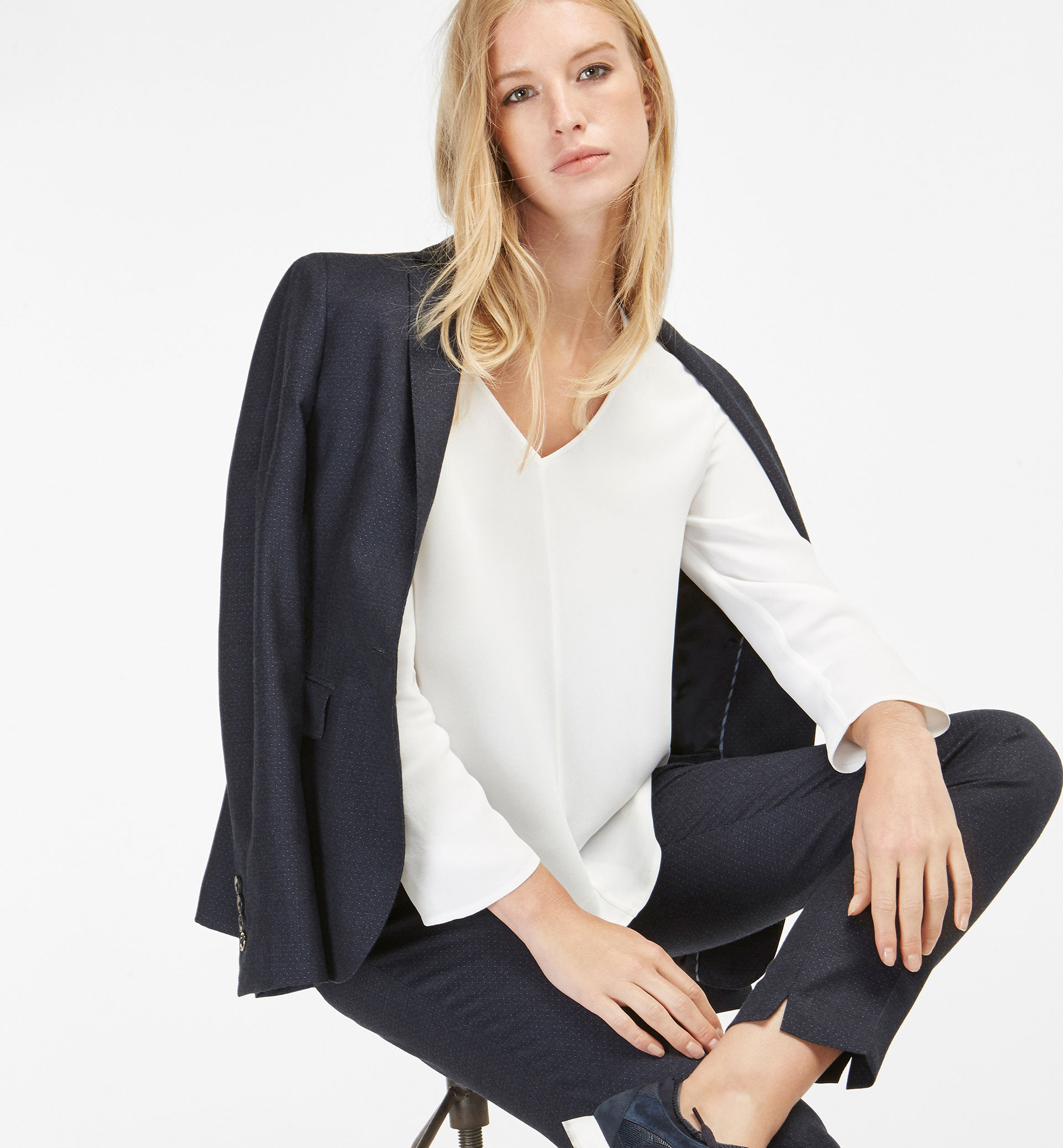 SMART V-NECK OVERSIZED BLOUSE