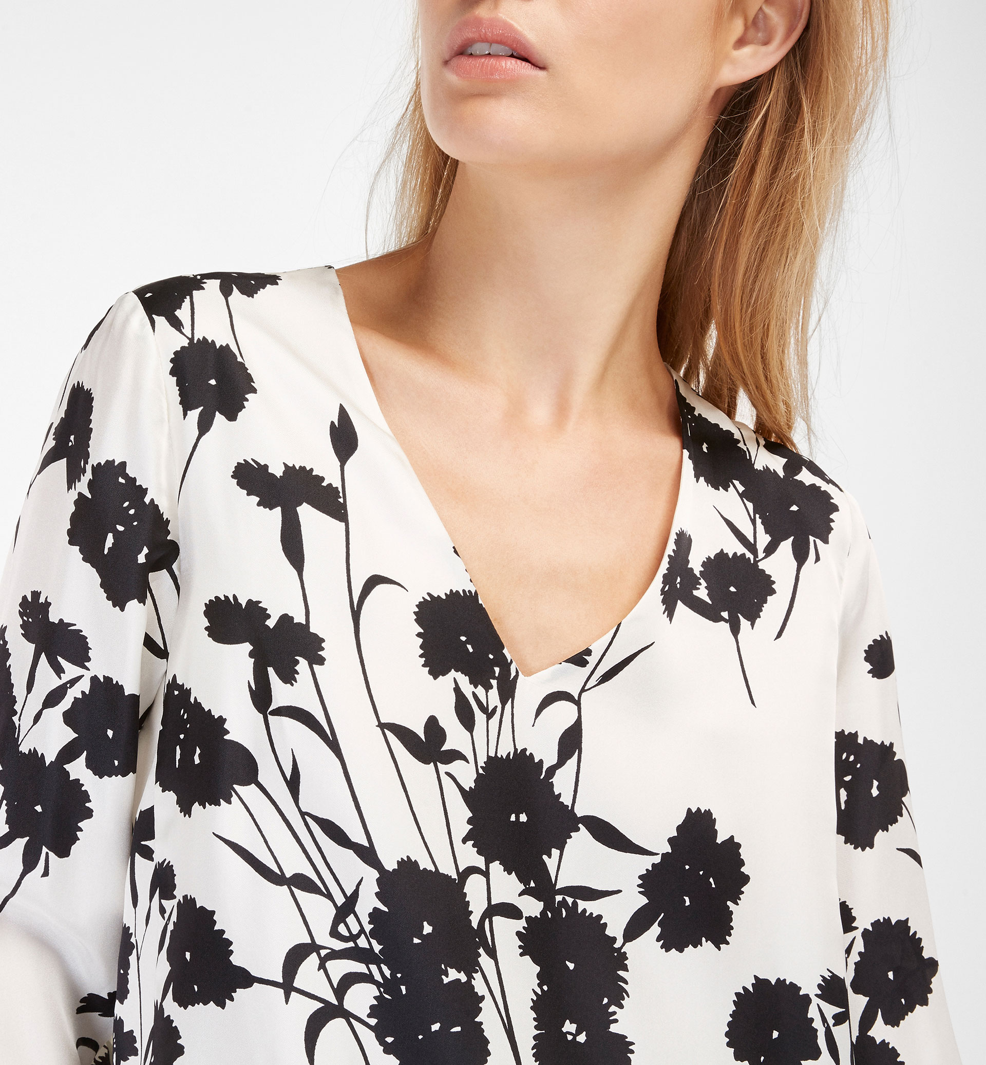 CONTRASTING FLORAL DETAIL BLOUSE