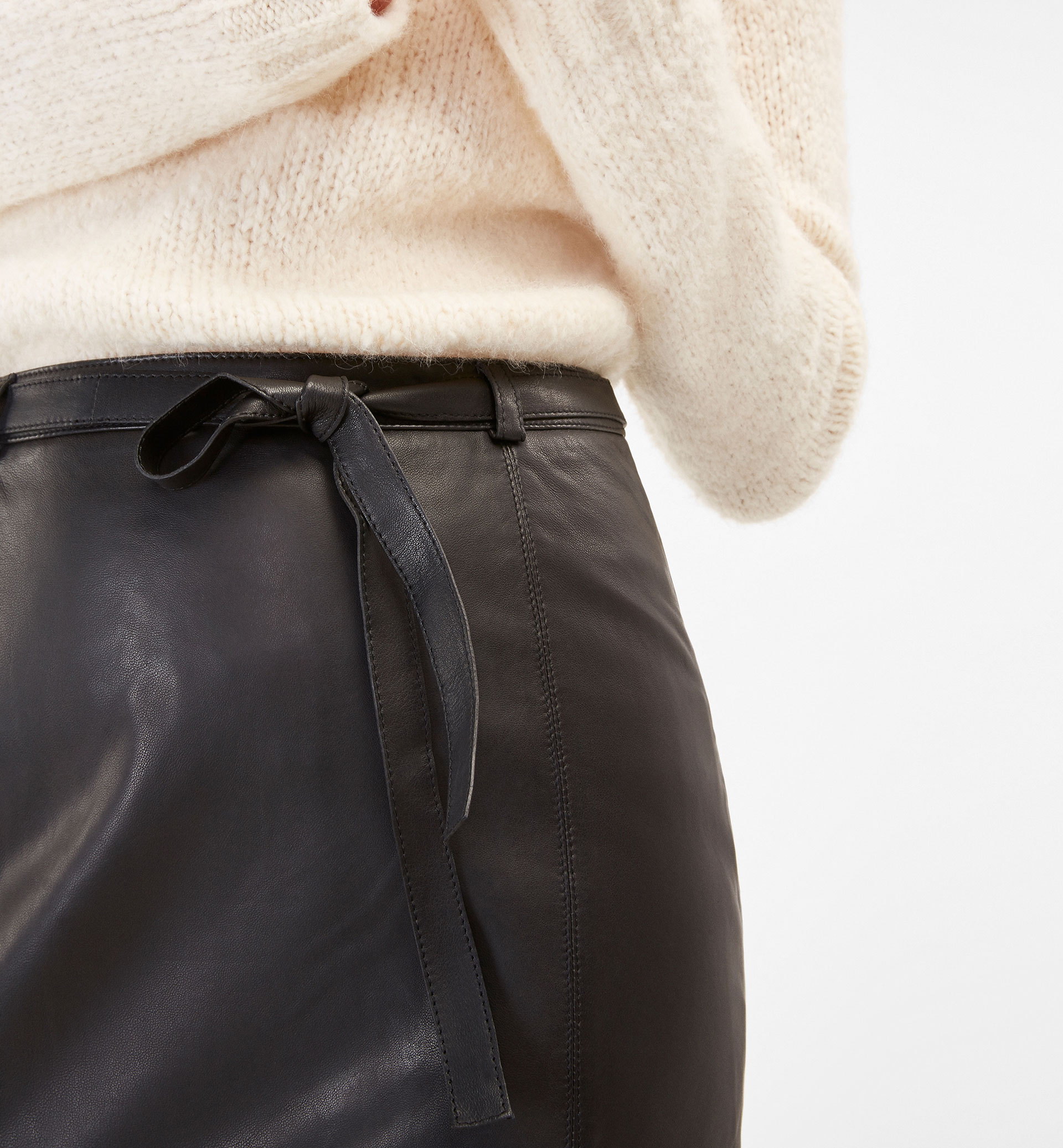 BLACK NAPPA SKIRT WITH TIE-UP DETAIL