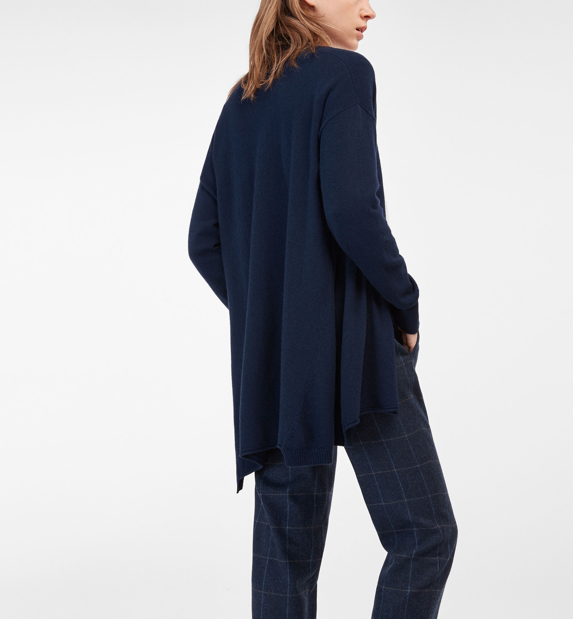 BASIC CARDIGAN WITH A DRAPED DETAIL