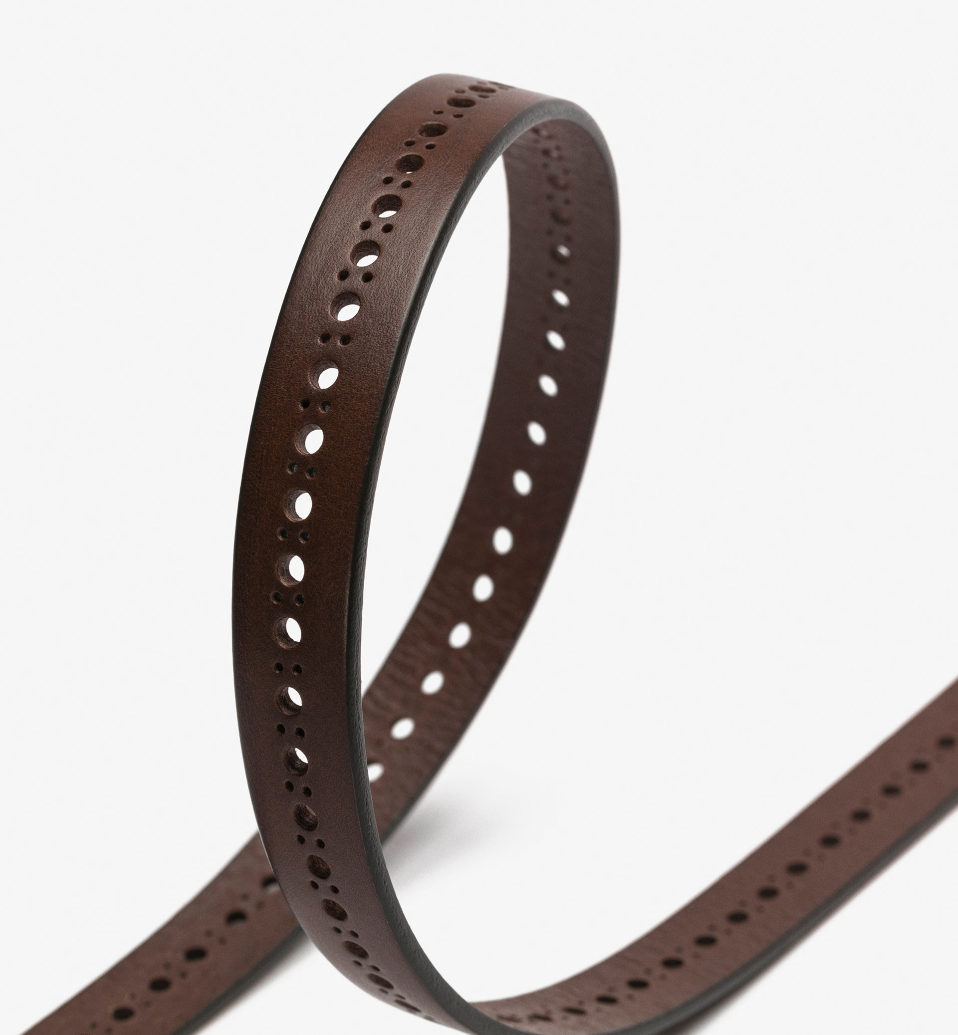BELT WITH CIRCULAR BROGUEING
