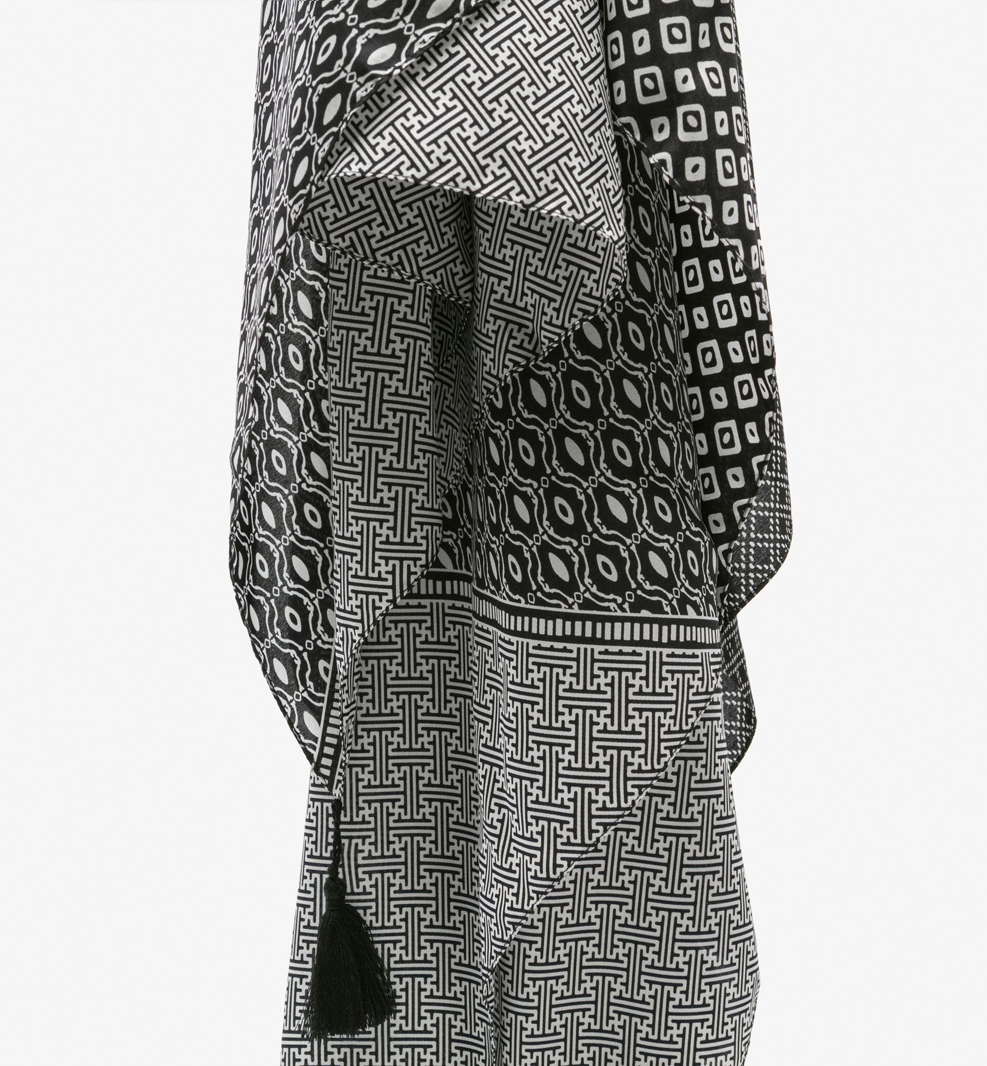 BLACK AND WHITE PATTERNED SILK SCARF