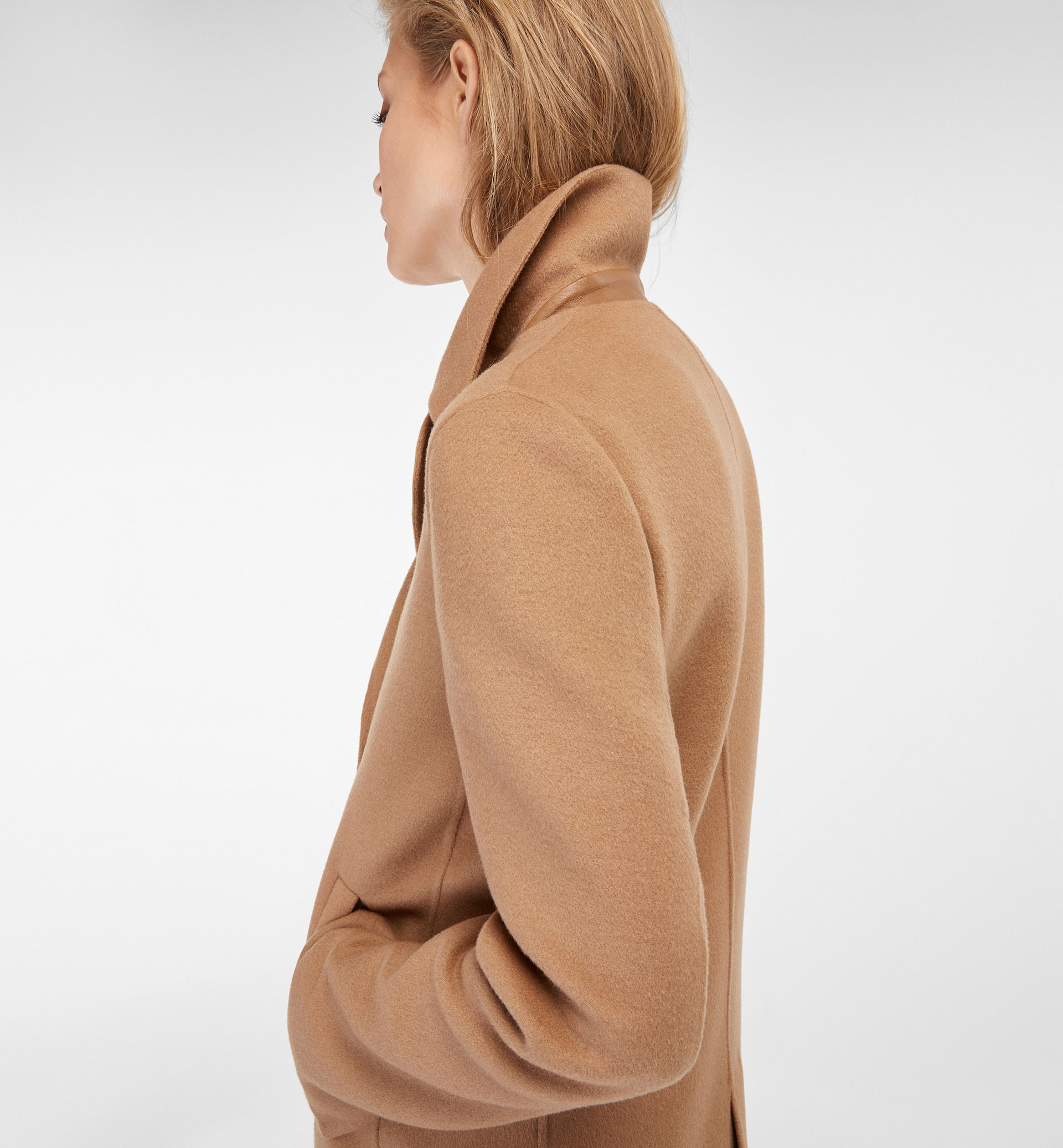 DOUBLE-BREASTED CAMEL TONED COAT
