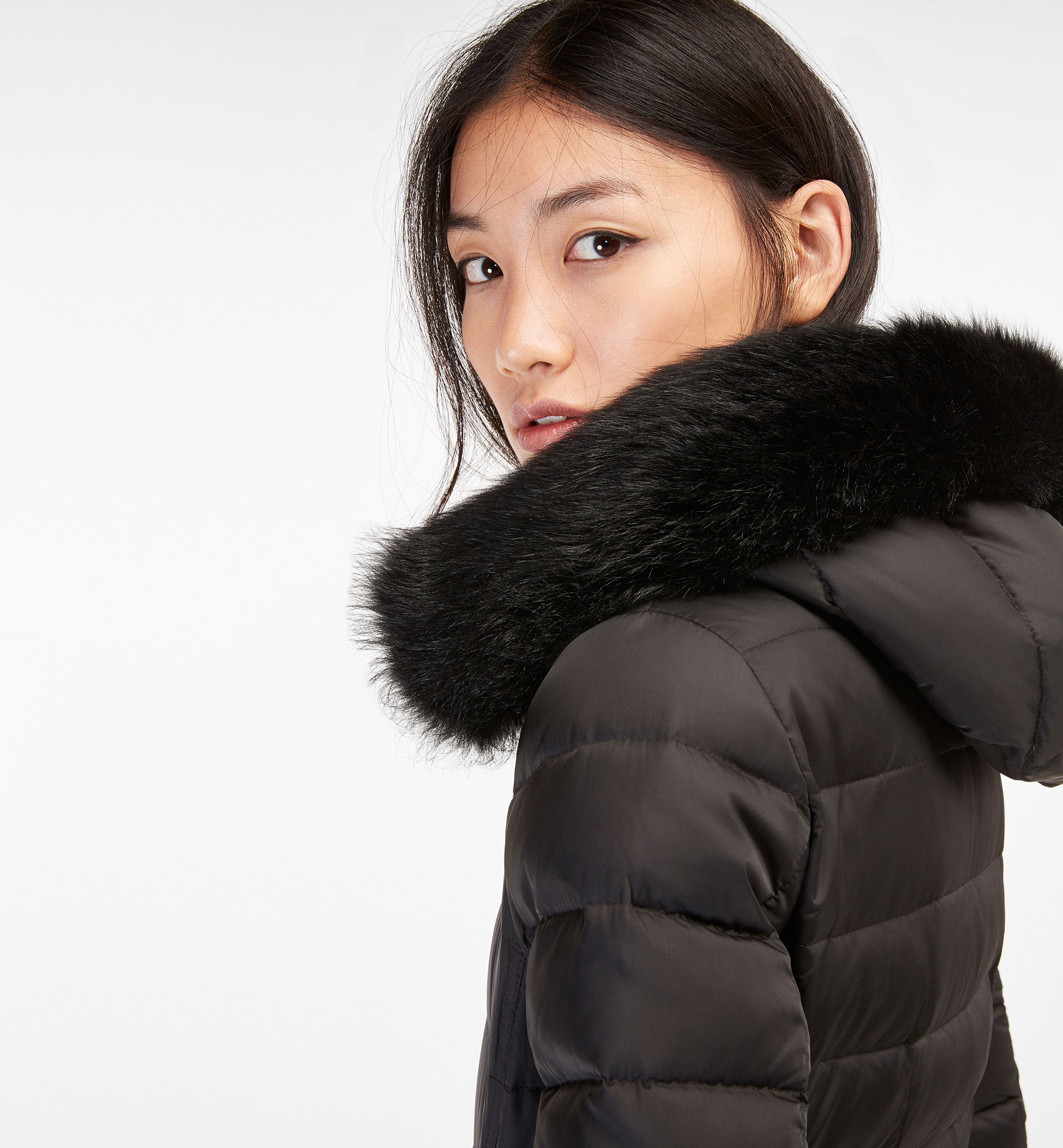 BLACK QUILTED COAT WITH FUR DETAIL