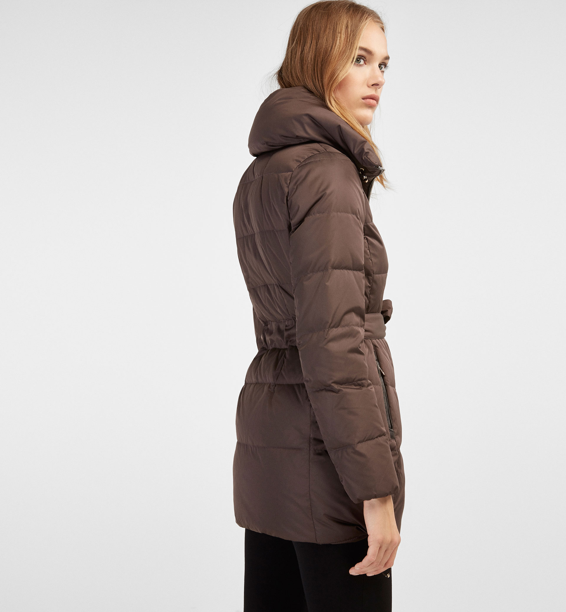 QUILTED FEATHER DOWN COAT WITH A BELT DETAIL