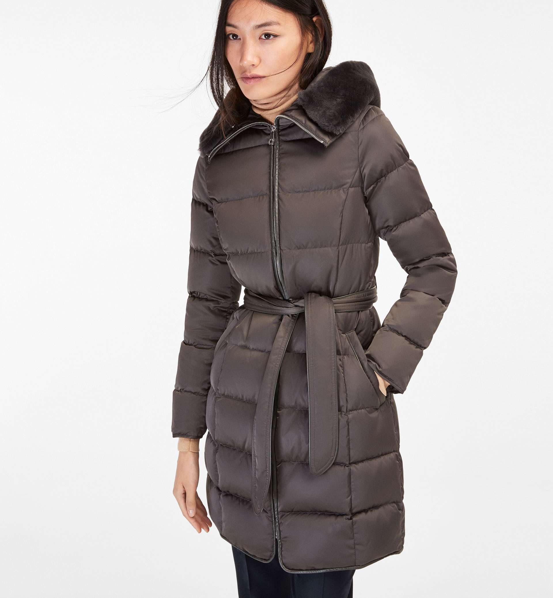 GREY QUILTED COAT WITH FUR DETAIL