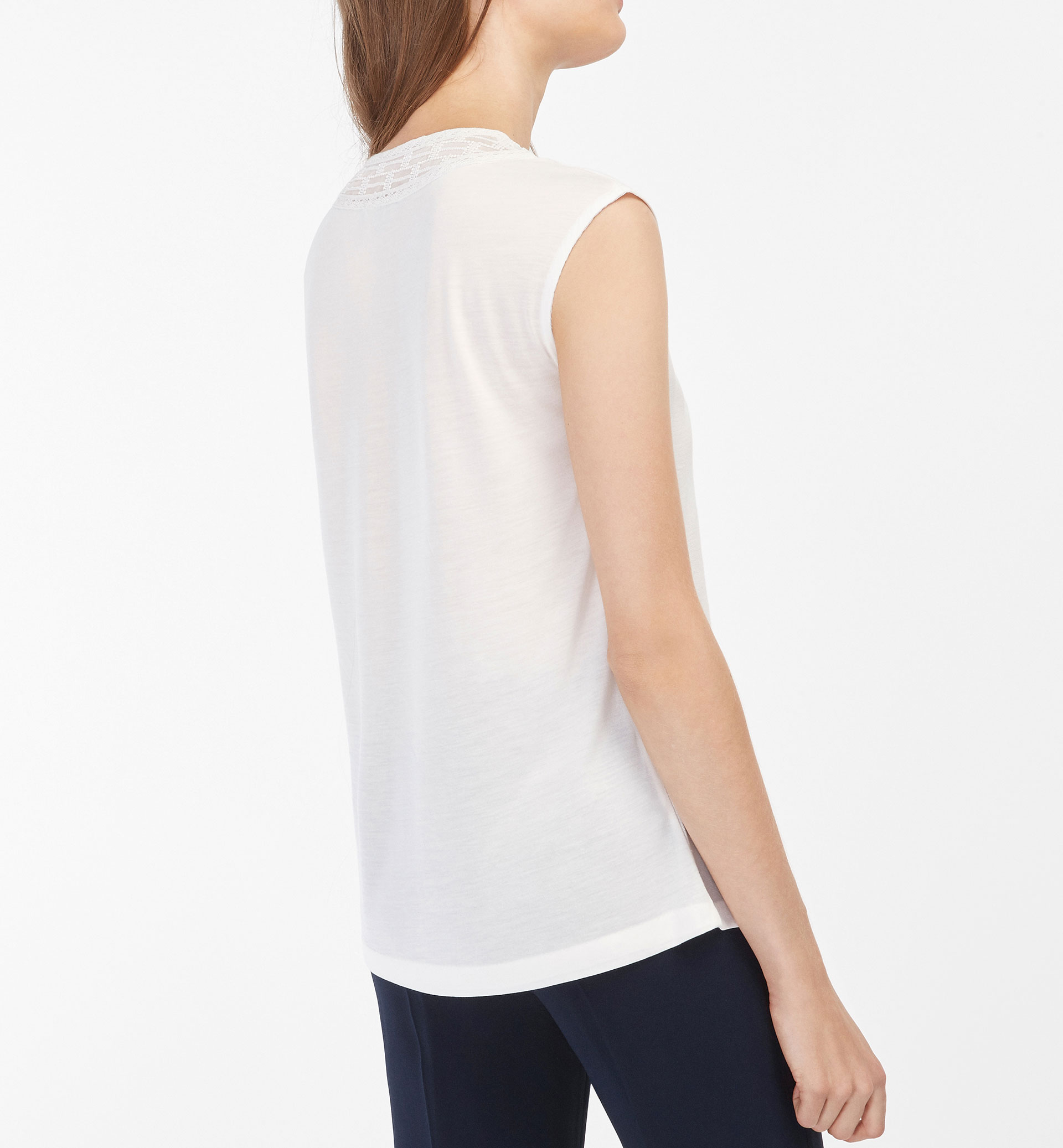 CONTRAST T-SHIRT WITH LACE NECKLINE