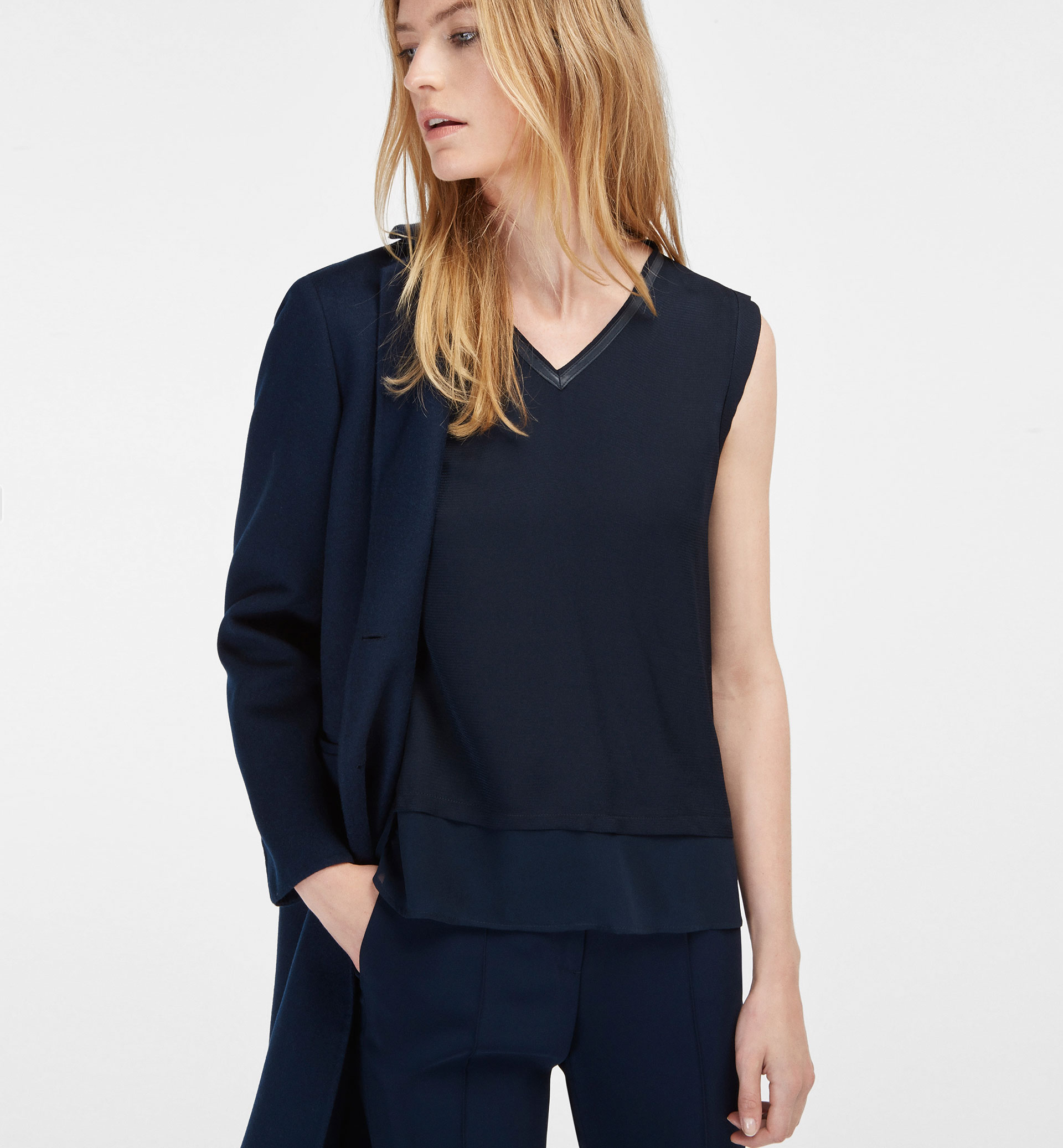 TOP WITH PIPING DETAIL
