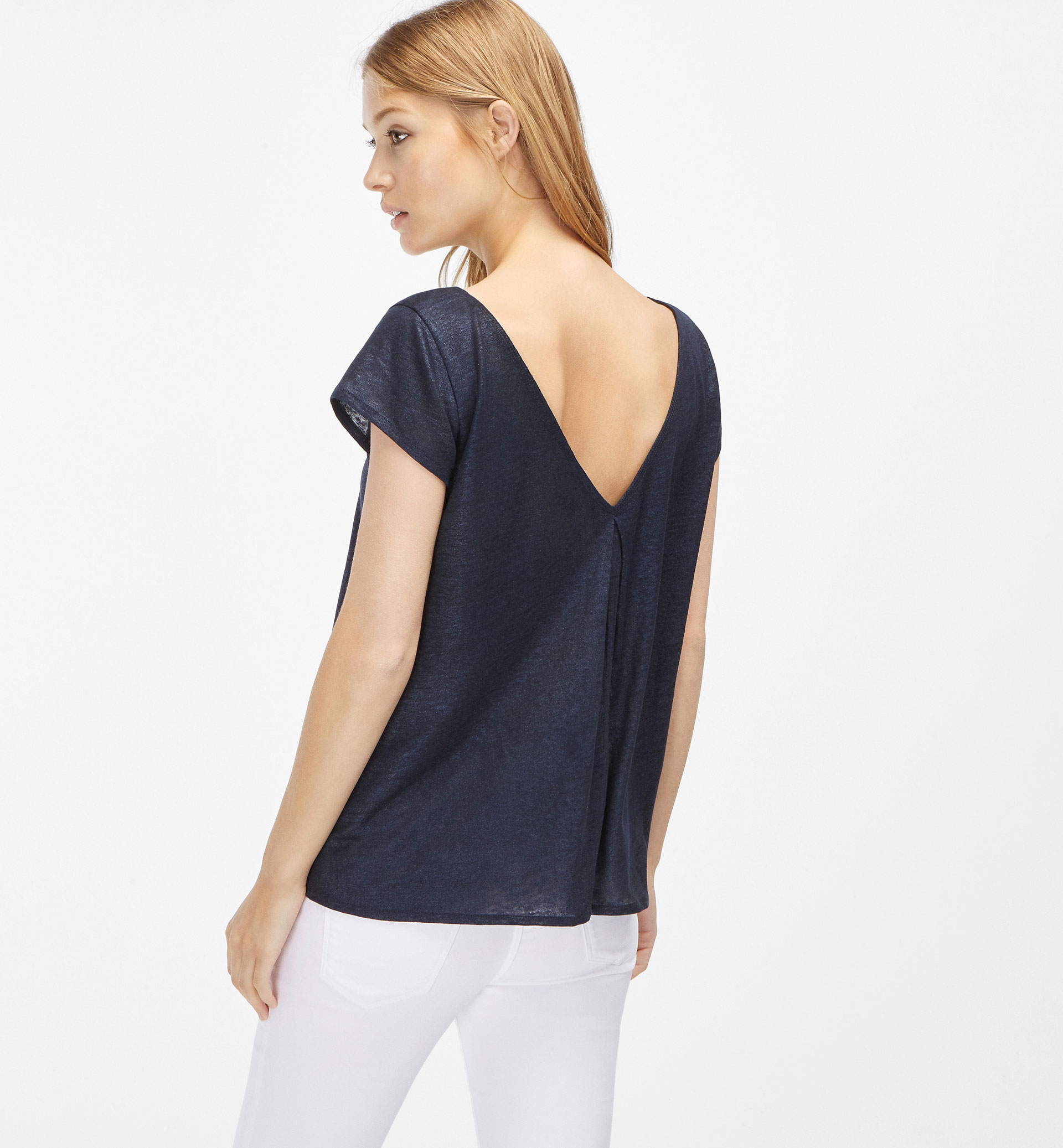 PLEATED BACK T-SHIRT