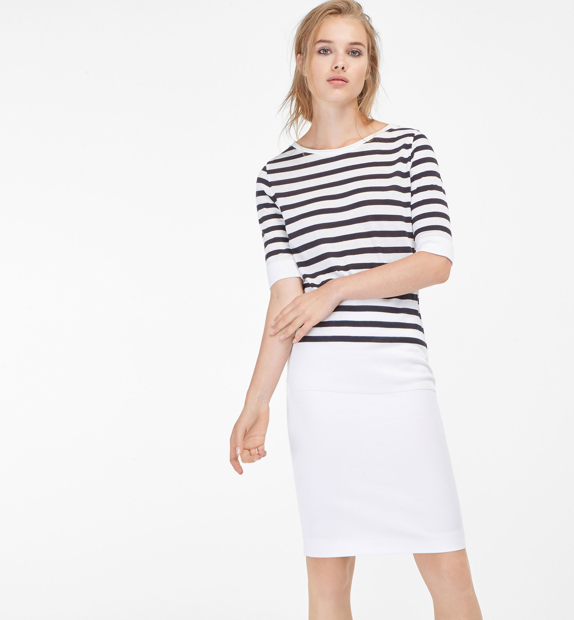 STRIPED RIBBED FINISH T-SHIRT