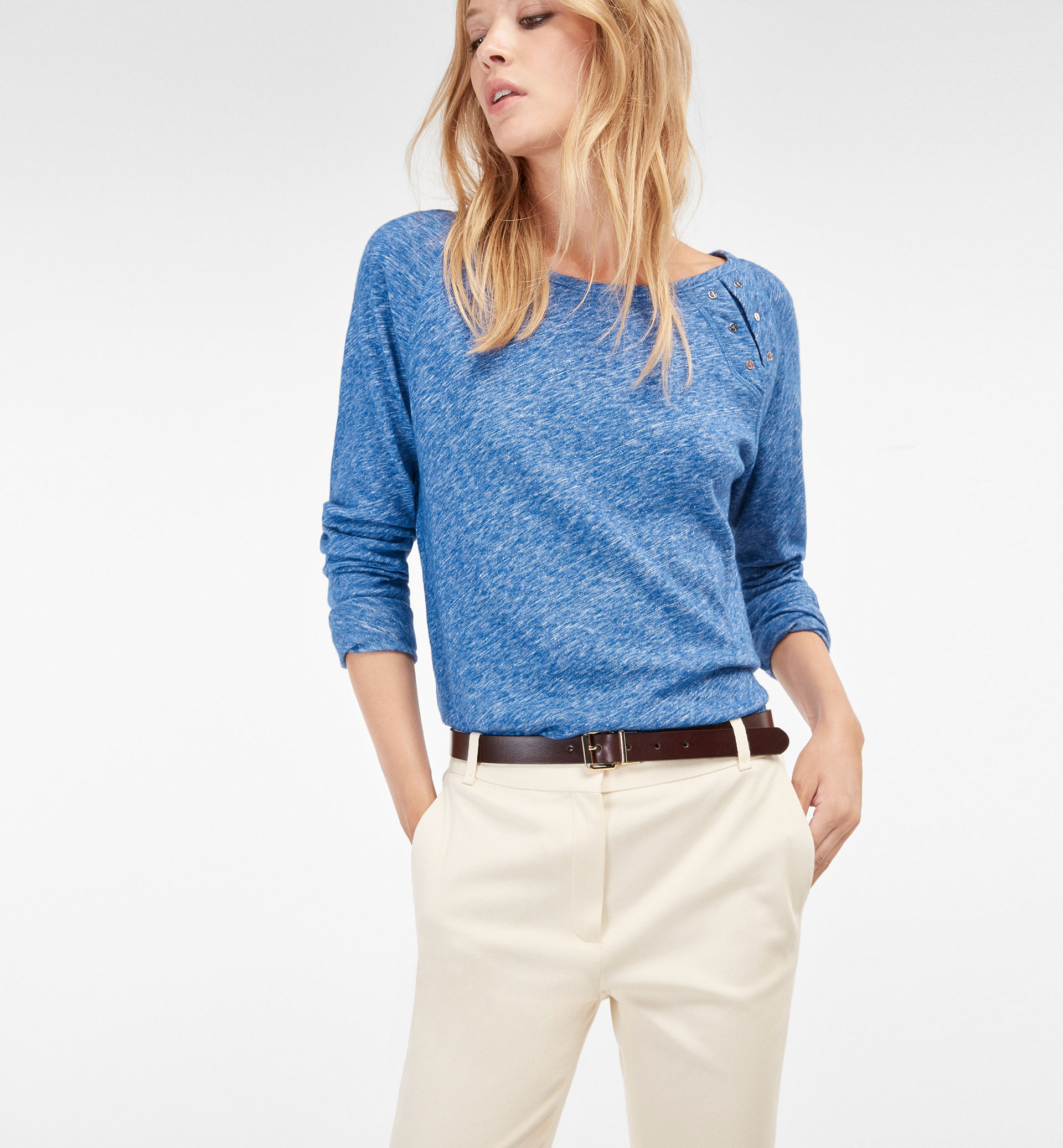 FLECKED BUTTONED T-SHIRT WITH SLIT DETAIL