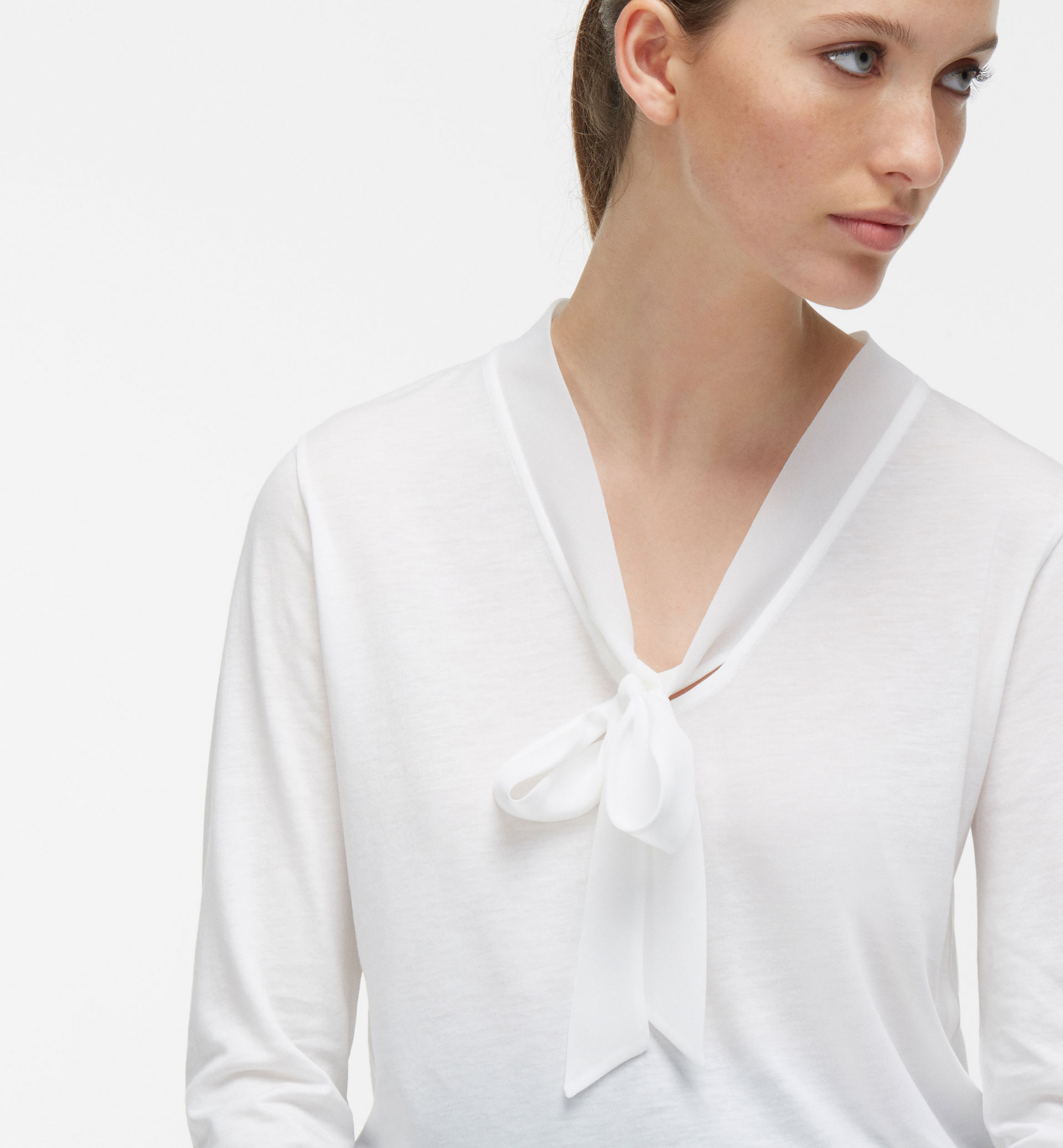 CONTRAST T-SHIRT WITH TIE DETAIL