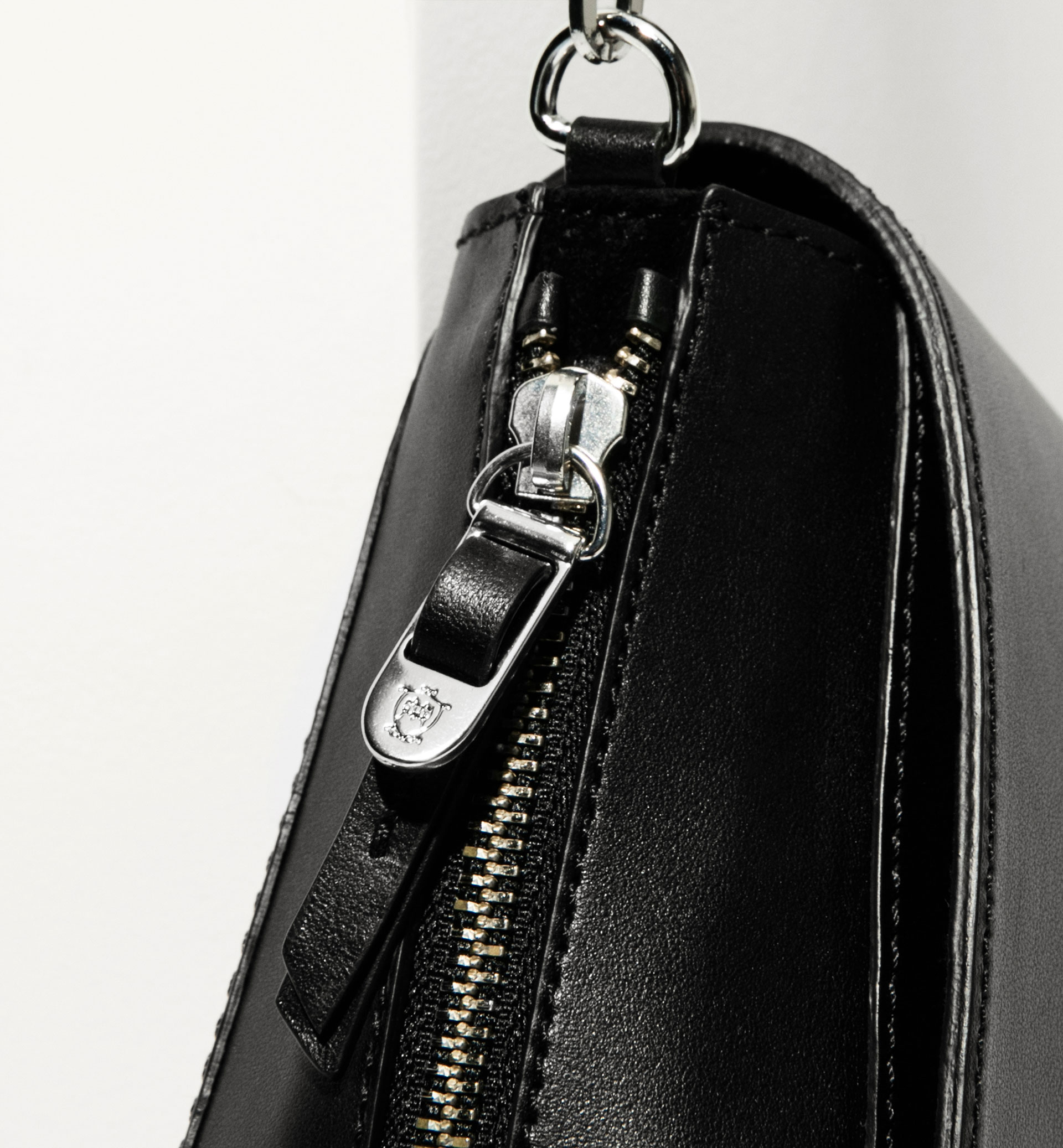 CROSS BODY BAG WITH FRONT HANDLE