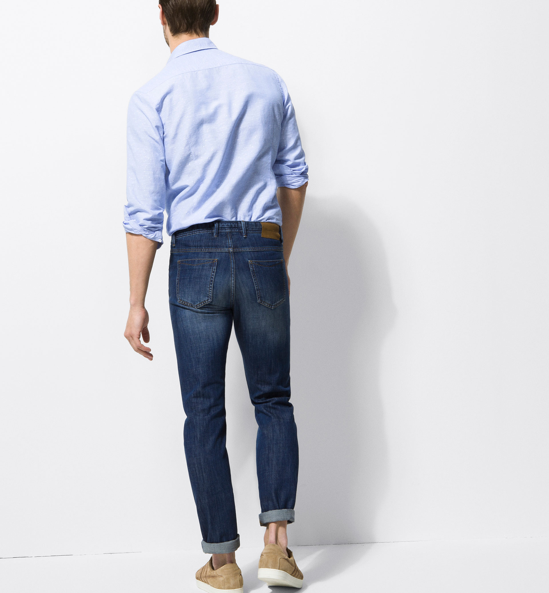 CASUAL FIT FADED EFFECT JEANS