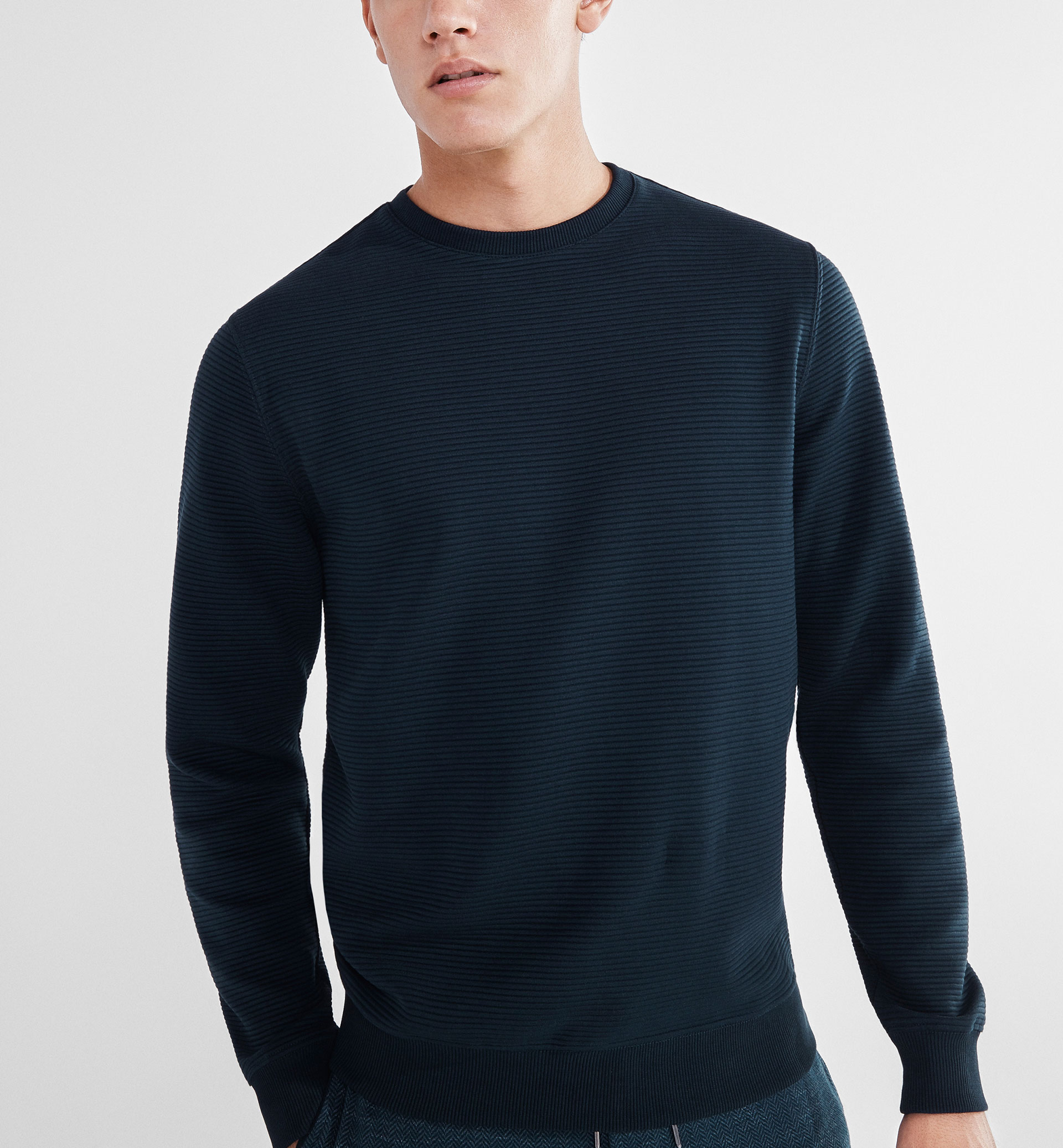 SOFT TEXTURED SWEATSHIRT