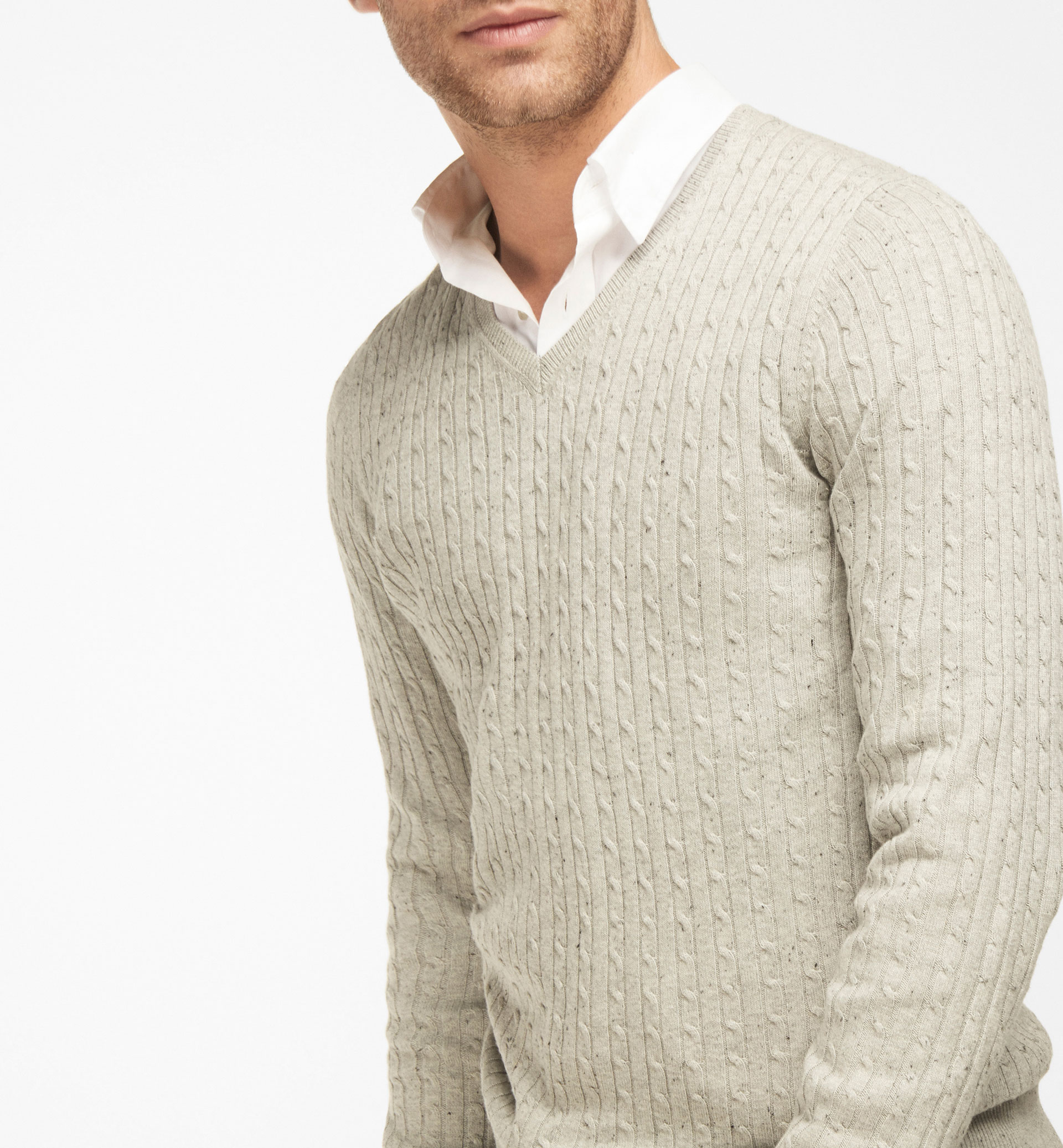CABLE KNIT V-NECK SWEATER