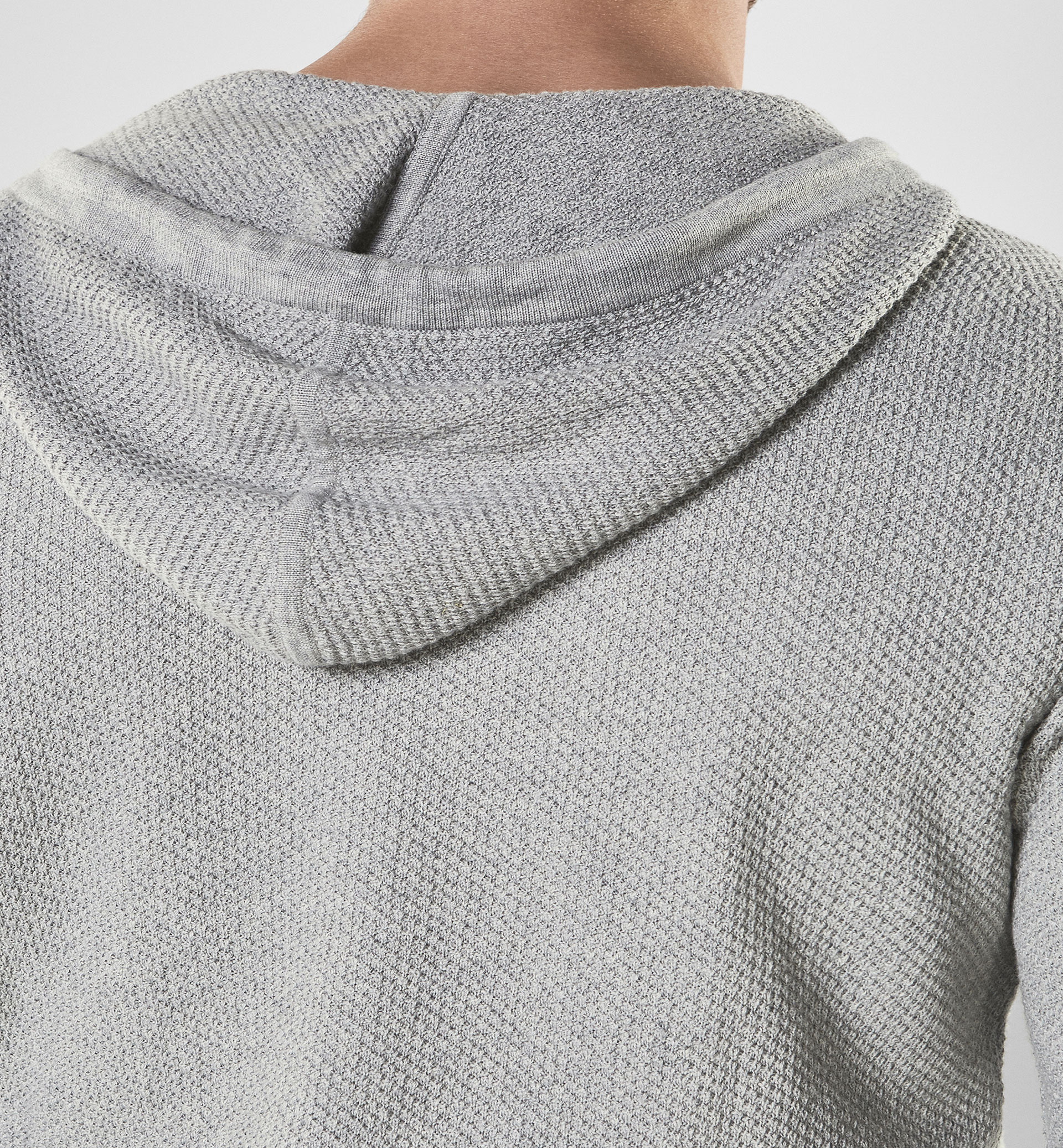 SOFT TEXTURED SWEATER WITH A CONTRASTING DETAIL