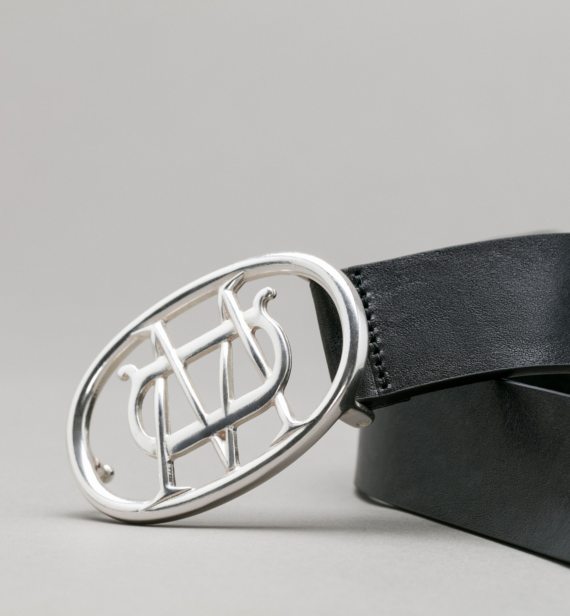 BELT WITH PERSONAL TAILORING LOGO BUCKLE