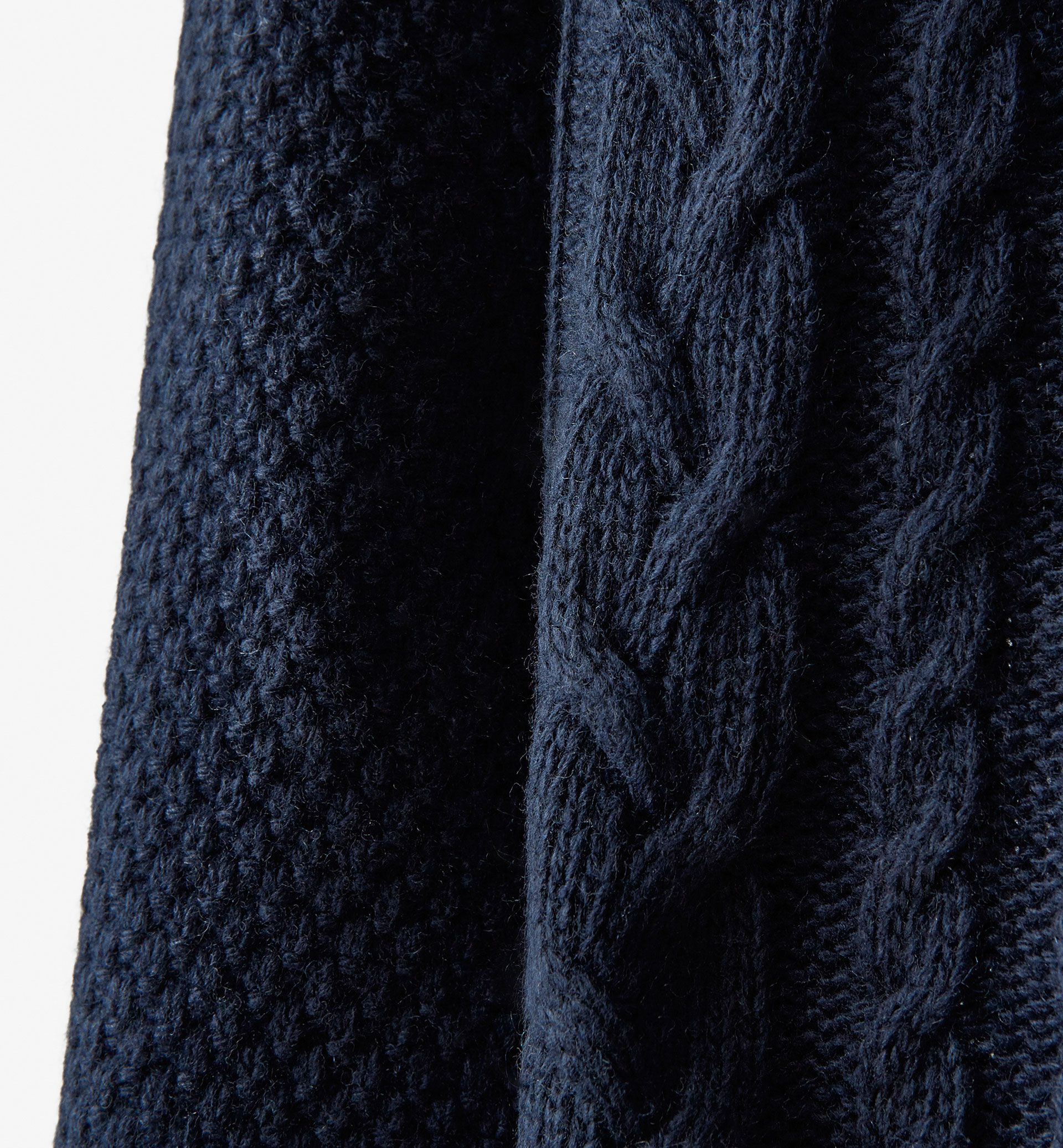TWO-TONE CABLE STITCH DETAIL SWEATER