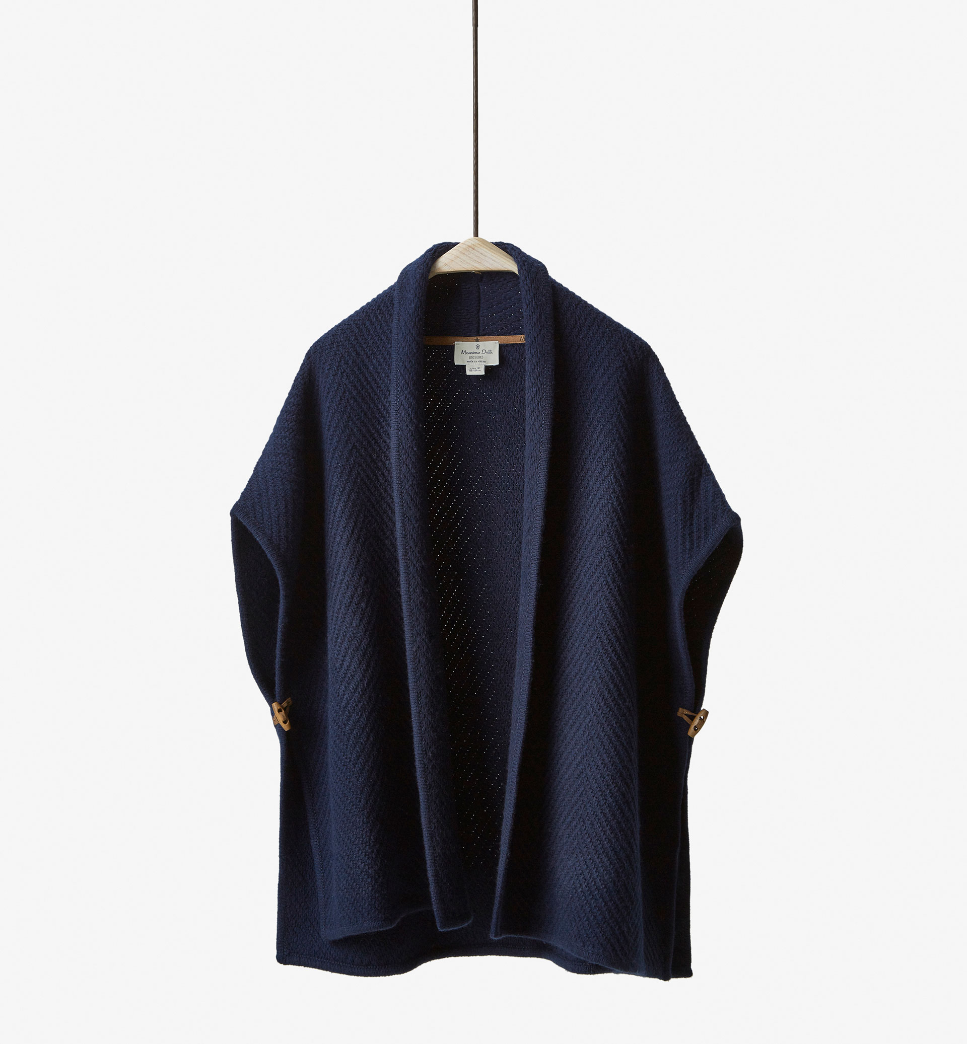 PONCHO-STYLE TEXTURED CAPE