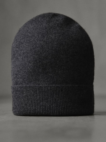 Plain Hat Made From 100 Percents Cashmere by Massimo Dutti
