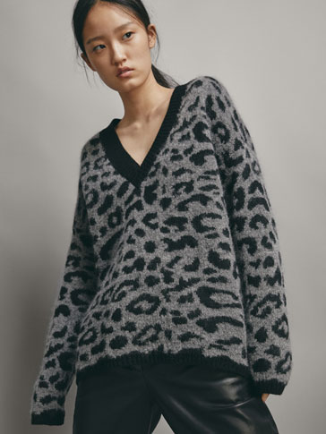 LEOPARD PRINT CAPE SWEATER