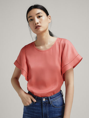 T-SHIRT WITH CONTRASTING LACE TRIMS