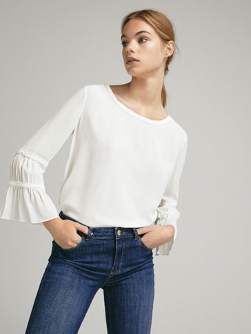 CONTRAST RUFFLED T-SHIRT
