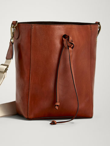 CONTRAST LEATHER CROSSBODY BAG