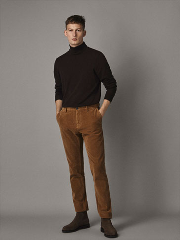 SLIM-FIT CHINOS I KORDFLØYELSMØNSTER