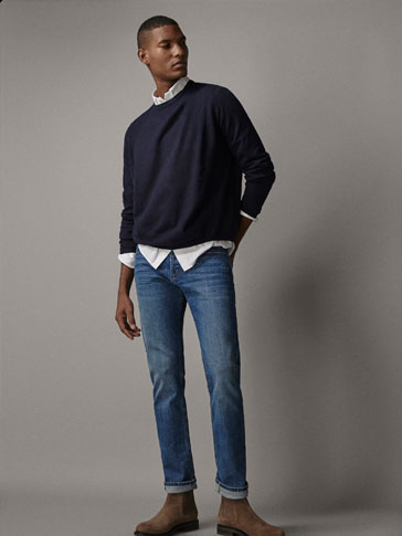 SOLID-COLOURED WOOL AND CASHMERE SWEATER