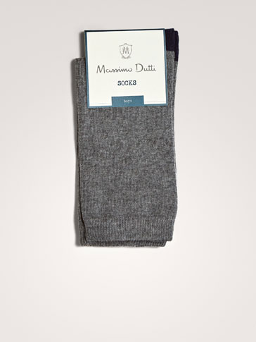 SOLID-COLOURED SOCKS
