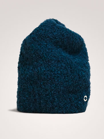 BOUCLÉ TEXTURED HAT